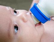 شیرخشک جایگزینی نه چندان مناسب برای شیر مادر