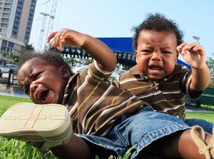 چه زمان زمین خوردن کودک را باید جدی گرفت