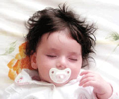 چه موقع و در چه صورتي به نوزاد پستانك بدهيد