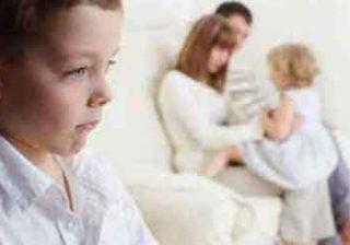 با حسادت کودکان چه کنیم؟