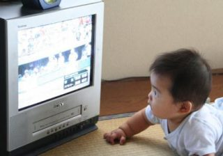 تماشاي تلويزيون به رابطه مادر و فرزندي آسيب ميرساند
