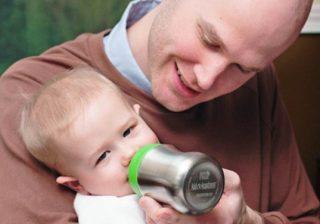 افزودن غلات به شیشه شیر نوزاد