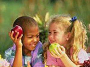 کودکان در گروههای دسته جمعی تغذیه بیشتری مصرف میکنند –