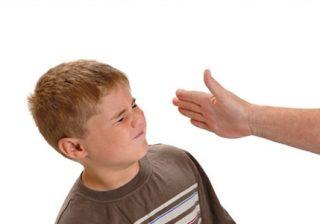 چرا والدین فرزندانشان را تنبیه می کنند