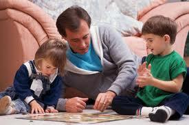 به کودکان کمک کنید با هم بازی کنند